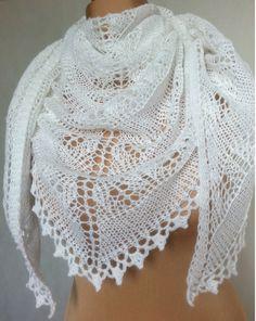 Ażurowa chusta, na drutach. - Motki - Chusty