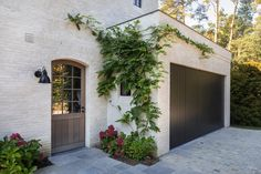 House Landscape, Landscape Design, Cosy Garden Ideas, Front Doors With Windows, Residential Architecture, Backyard Landscaping, Exterior Design, Bungalow, Facade
