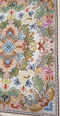 Cross Stitch Designs, Cross Stitch Patterns, Clothing Hacks, Craft Activities, Rugs On Carpet, Needlepoint, Needlework, Diy And Crafts, Weaving