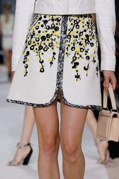 Giambattista Valli Spring 2015 Ready-to-Wear Fashion Show Only Fashion, High Fashion, Fashion Show, Fashion Looks, Couture Fashion, Runway Fashion, Fashion Spring, London Fashion, Fashion Details