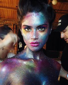 Glitter Body Painter Body Artist London - My best makeup list Glitter Make Up, Body Glitter, Glitter Face Makeup, Body Makeup, Makeup Art, Henna Tattoos, Body Art Tattoos, Wallpaper Iphone Unicorn, Fantasy Makeup