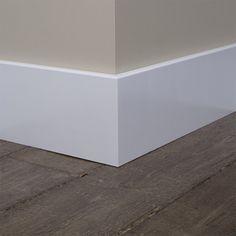 Goedkope Overschilderbare MDF Moderne plint 70x15 wit gegrond vind je altijd voordelig en snel geleverd bij de groothandel van laminaatvloeren en plinten. Mooie Overschilderbare MDF Moderne plint 70x15 wit gegrond voor een strakke afwerking van uw parke VloerenOnlineVoordeel