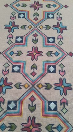 Really nice Cross-Stitch towel flower pattern. Cross Stitch Geometric, Cross Stitch Borders, Cross Stitch Kits, Cross Stitch Designs, Cross Stitching, Cross Stitch Patterns, Crewel Embroidery, Cross Stitch Embroidery, Embroidery Patterns