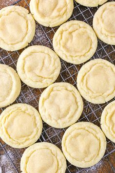 cookie recipes The Best Soft and Chewy Sugar Cookies - a must-have recipe for any good sugar cookie fan! These cookies require no chilling, theyre quick and easy to make, buttery and full of vanilla, and wonderfully soft and chewy for DAYS! Chocolate Sugar Cookie Recipe, Homemade Sugar Cookies, Sugar Cookie Recipe Easy, Lemon Sugar Cookies, Chewy Sugar Cookies, Rolled Sugar Cookies, Easy Cookie Recipes, Dessert Recipes, Baking Cookies