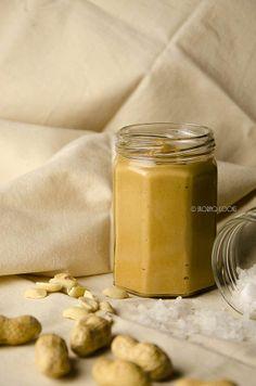 skoraq cooks: Homemade peanut butter  http://skoraczek.blogspot.com/2014/03/domowe-maso-orzechowe-homemade-peanut.html