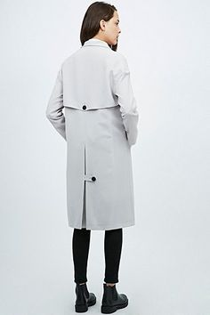 Light Before Dark - Trench en crêpe gris clair - Urban Outfitters