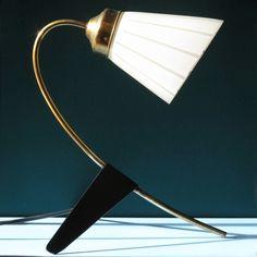 La lámpara de mesa vintage A7 es una lamp made in chachi realizada recuperando piezas de lámparas de los años 50.  La pantalla es de cristal y el resto   Diseño: CHACHIANDCHACHI  Época: 2016  Dimensiones: 24cm x 25cm x 31cm   #design #diseño #furniture #interior #lamp #lampara #creativo #deco  #decoracion #interiorismo  #zamora en chachiandchachi