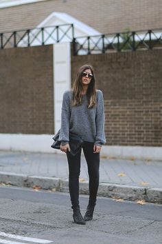 The color grey is versatile, neutral and elegant for the seasonal wardrobes. It is a basic but a classic color which can join the color plates easily. In the cold days, grey color is perfect for matching any pieces and it will bring simple but pretty vibe to the looks. Girls will choose grey sweaters[Read the Rest]