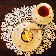 E como não morrer de amores, chá preto do Ceilão com tortinha cítrica ao perfume…