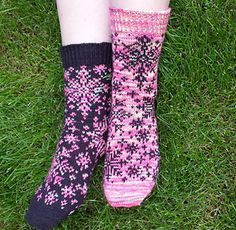 Ravelry: Arctic Blizzard pattern by Katrine Birkenwasser Fair Isle Knitting Patterns, Crochet Patterns, Cool Socks, Awesome Socks, Knitting Socks, Knit Socks, Magic Loop, Ideal Toys, Hand Dyed Yarn