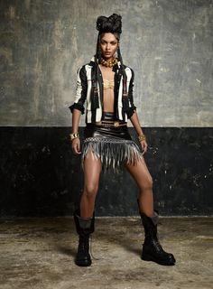 """""""Afro punk'd"""" by Jean-Baptiste Mondino for Numéro Magazine - Veste bicolore en python et jupe en cuir frangé, REDEMPTION. Haut de maillot, AMERICAN APPAREL. Colliers, CÉSARÉE. Bracelet à gauche, ALEXIS MABILLE et à droite, POGGI. Bottes, RICK OWENS. Bijou de nez et ceinture vintage."""