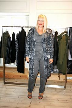 Karina from the blog Copenhagen Curves on a visit to the JUNAROSE showroom trying on styles from the new collection. #junarosefriends #junarose #showroom #styles #fashion #collection @JUNAROSE