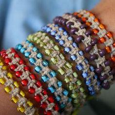 Плетение шамбалы квадратным узлом. с бусинками :)