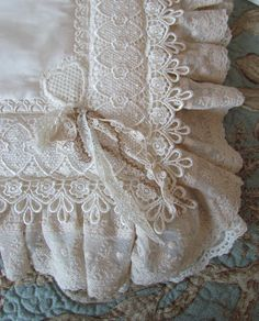 Vintage Shabby Chic, Vintage Lace, Vintage Sewing, Diy Bed Sets, Lace Ribbon, Lace Fabric, Applique Patterns, Knitting Patterns, Wedding Flower Girl Dresses