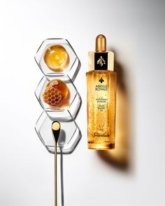 Abeille Royale Youth Watery Oil offers the skin all the power of Guerlain-exclusive ingredients: Ouessant Black Bee Honey and exclusive Royal Jelly. Anti Aging, Photography Tips, Product Photography, Cosmetic Photography, Photography Flowers, Photography Composition, Black Bee, Facial Oil, Facial Masks