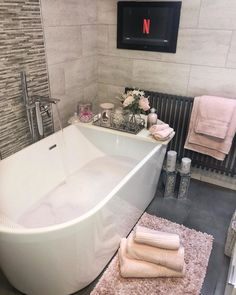 Dream Bathrooms, Beautiful Bathrooms, Small Bathroom, Bathroom Interior Design, House Rooms, Bathroom Inspiration, New Homes, House Design, Luxury Decor