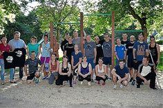 Duisburg: Freeletics-Sportler weihen Klimmzugstangen in Meiderich ein