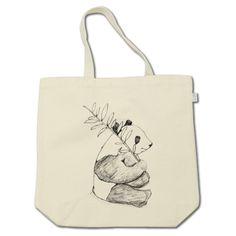 パンダのラフスケッチTシャツのトートバッグバージョン★ 手描きで描いたパンダをそのままトートバッグに★ ちょっとしたお散歩やお買い物に、パンダグッズはいかが? ナチュラルテイストの可愛いオリジナルイラストトートバッグ。