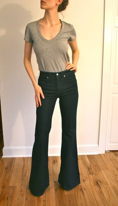 Casual look | High waisted black flared pants with simple grey tee