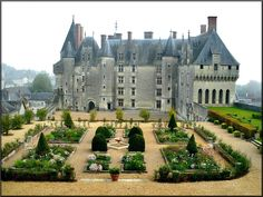 The Château de Langeais is a medieval castle, rebuilt as a château, in Indre-et-Loire, France, built on a promontory created by the small valley of the Roumer River at the opening to the Loire Valley. Beautiful Castles, Beautiful Buildings, Beautiful Places, Chateau Medieval, Medieval Castle, Castle Ruins, Castle House, Photo Chateau, Palaces