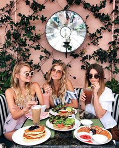 Sneak peek into my busy day from brunch in Beverly Hills to a flight to Hawaii with Armani Beauty Best Friend Pictures, Bff Pictures, Friend Photos, Beverly Hills Hotel, Brunch Outfit, Moon River, Cute Friends, Best Friend Goals, Brunch Drinks