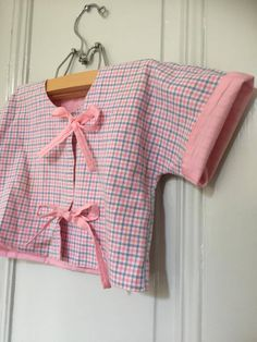 Vintage cropped kimono style jacket with ties by WifinpoofVintage on Etsy White Dress Summer, Summer Dresses, Swedish Girls, Kimono Style, Kimono Fashion, Your Girl, Vintage Children, Gingham, Pink Blue
