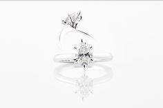 Kauneimpiin koruihin ja jalokiviin pätee samat vaatimukset: kaunis ... Engagement Rings, Unique, Jewelry, Jewellery Making, Wedding Rings, Jewerly, Jewelery, Commitment Rings, Jewels