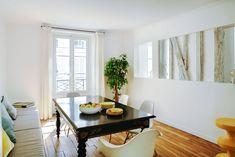 Bielené trámy a krb v parížskom apartmáne - PLANETE DECO domovom svete