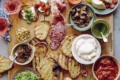 This Bruschetta Bar looks and sounds like a great idea! How To: Bruschetta Bar // What's Gaby Cooking Bruschetta Bar, Bruschetta Recipe, Homemade Bruschetta, Whats Gaby Cooking, Cooking Recipes, Healthy Recipes, Healthy Rice, Cheap Recipes, Bariatric Recipes