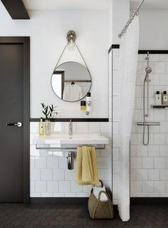 photo aménagement salle de bain petite avec douche à l'italienne et mur carrelé
