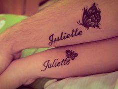 tatuajes de nombres, tatuaje de hija en la mano con detalle bonito, mariposa, tatuaje delicado
