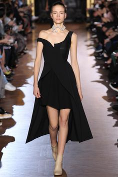 Stella McCartney Fall 2015 Ready-to-Wear Collection Photos - Vogue Fashion Week, Look Fashion, Runway Fashion, High Fashion, Fashion Show, Womens Fashion, Fashion Design, Tennis Fashion, Paris Fashion