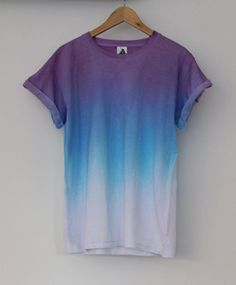 Purple, blue and white dip-dye shirt -- LOVE! Komplette Outfits, Summer Outfits, Grunge Outfits, Winter Outfits, How To Tie Dye, How To Wear, Look Fashion, Mens Fashion, Street Fashion