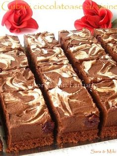 Daca tot este ziua de 8 Martie si ne sarbatorim noi femeile, va invit la o prajitura…. ciocolatoasa. E cineva care nu-i place ciocolata….!!!… eu nu cred, asa ca alaturi de un R… Romanian Desserts, Cake Recipes, Dessert Recipes, Eat Pray Love, Food Cakes, Italian Recipes, Italian Foods, I Foods, Nutella