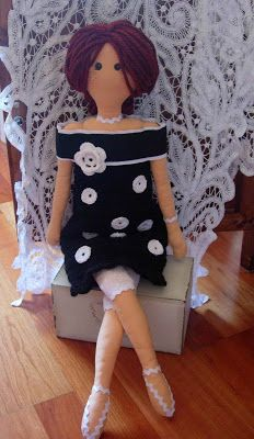 Bambolando: dolls.....(so prim and proper, i love her! is this a tilda doll?!)....