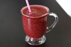 Apple Cherry Smoothie Ingredients: ½ cup (organic) frozen dark sweet cherries 1 red (crisp) apple 1 handful of spinach 1 teaspoon chia seeds ¼ teaspoon almond extract 1 cup filtered water 3 ice cubes Cherry Smoothie, Smoothie Prep, Apple Smoothies, Juice Smoothie, Smoothie Drinks, Healthy Smoothies, Healthy Drinks, Healthy Food, Healthy Eating