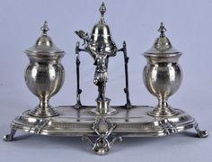 Tinteiro de prata francesa, contraste cabeça de Mercúrio. Bandeja ovalada apresentando adorno centra