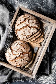 Valais rye bread is an incredibly juicy bread. - Valais rye bread -The Valais rye bread is an incredibly juicy bread. Spring Desserts, Fancy Desserts, Thanksgiving Desserts, Christmas Desserts, Delicious Desserts, Spring Meals, Spring Recipes, Trifle Desserts, Lemon Desserts