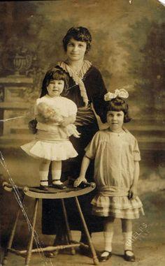 Postcard: Elaine, Kathryn, Emma Recla - children of Erminia Enrica Genetti and Emmanuel Recla - photographed around 1915