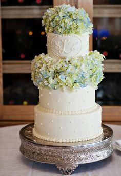 Monogrammed wedding cake with hydrangeas #cakes #weddingcake #monogram #hydrangea #weddingdessert