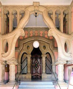 Casa del Indiano (Can Pahissa)  1921  Architect:  Josep Maria Miró i Guibernau