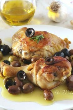 The recipe for chicken with olives is simple and tasty. Just fry the pan-fried chicken legs and add Best Italian Recipes, Best Dinner Recipes, Meat Recipes, Chicken Recipes, Recipe Chicken, Fried Chicken Legs, Sour Cream Chicken, Chicken With Olives, Mediterranean Recipes