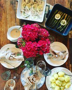 #happyeaster #familydinner #asparagusandfish #tabledecor #quietsaturday