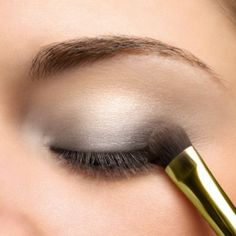 light smokey eye eye make up for green or blue eyes Natural Eyes, Natural Eye Makeup, Eye Makeup Tips, Makeup Ideas, Makeup Contouring, Makeup Stuff, Makeup Tutorials, Light Smokey Eye, Silver Smokey Eye