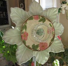 Garden flowers - Glass flowers made with plates, cups and door knobs .... beautiful!
