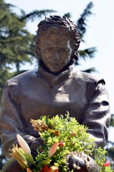 Imola crash site - statue for Senna. Star Wars, F1 Drivers, His Eyes, Porsche 911, Champion, Racing, Magic, Statue, Cars