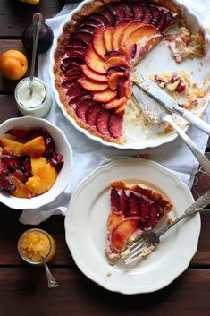Tarta de melocotón y ciruela con mascarpone y yogur (Peach and plum summer tart - with mascarpone and yogurt)