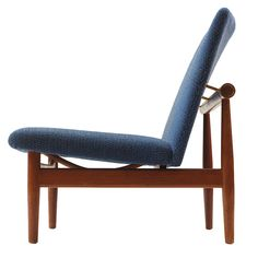 """A Finn Juhl model 137 sofa from the """"Japan"""" series with an upholstered floating seat and back on teak frame ca.1950"""