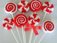 Crochet lollipops by Sister Acts, via Flickr. I didn't find a pattern but looks relatively easy to follow. Don't you think? I can do this! ¯_(ツ)_/¯