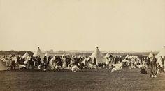 Le jeu du chat et du rat au camp de Saint-Maur, juin 1865, tiré en 1866 | Photographe : Ildefonse Rousset